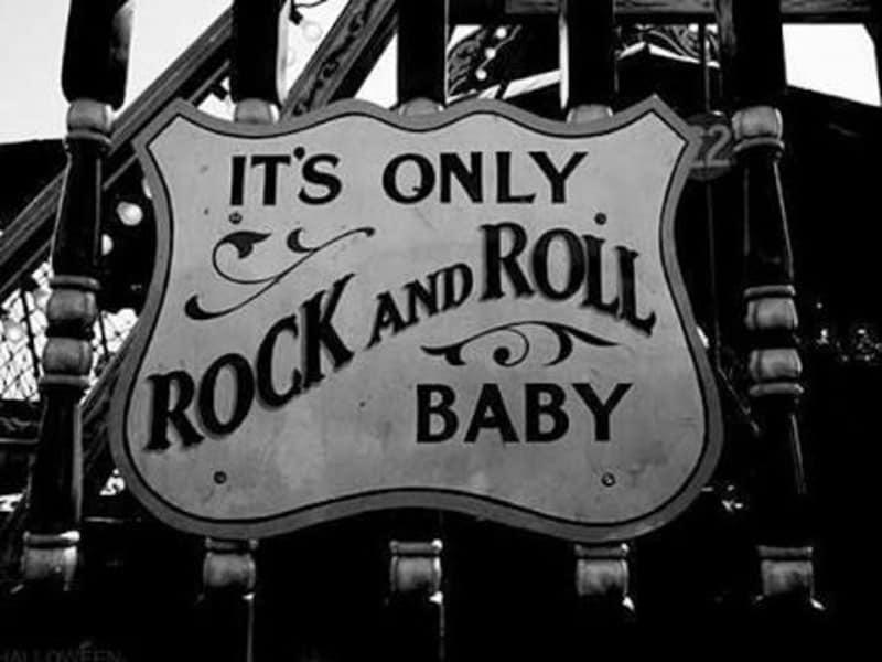 Kalo ngomongin rocknroll kayanya engga pernah basi ya bree dengan ciri khas nya rocknroll bisa merasuki kenikmatan ke setiap pendengar setianya