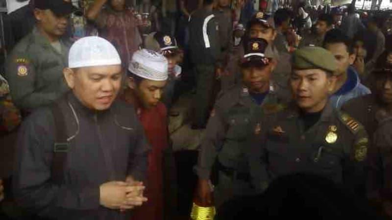 Ramadan, FPI Kalsel Razia Pedagang Pentol