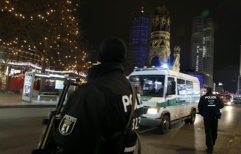 Polisi Berjaga di Sekitar Pasar Natal di Berlin