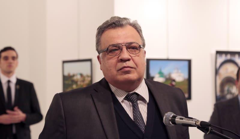 Dubes Rusia untuk Turki Andrei Karlov Sesaat Sebelum Tertembak