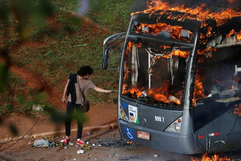 Kerusuhan di Brasilia, Brasil, setelah pengesahan langkah penghematan pemerintah