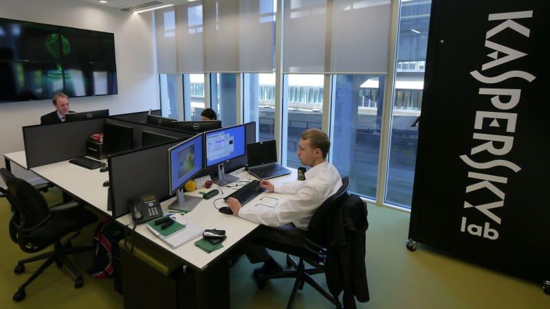 Analis keamanan siber di Kaspersky Lab