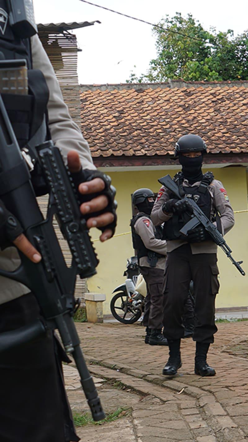 Polisi di Tangerang Selatan (HL Landscape)