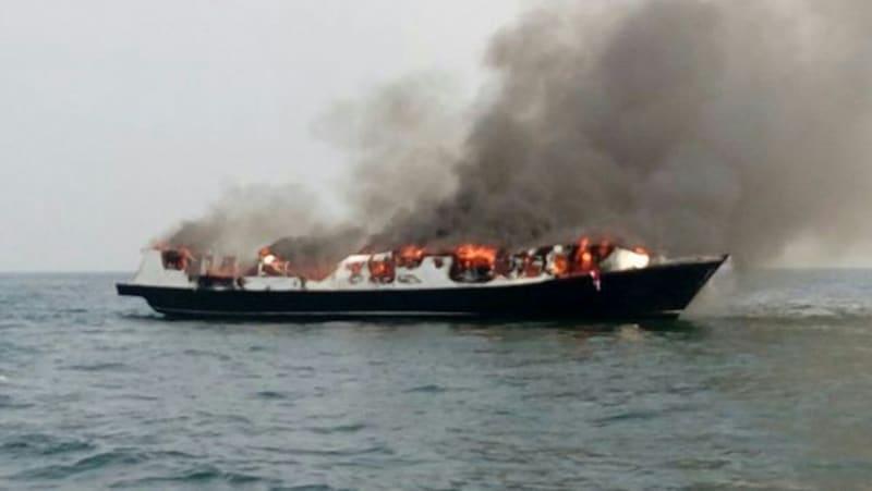 Ilustrasi kapal terbakar.
