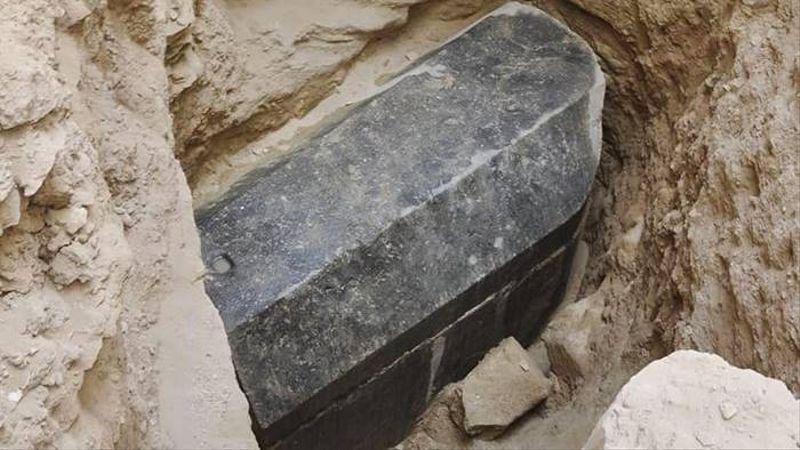 Sarkofagus hitam misterius