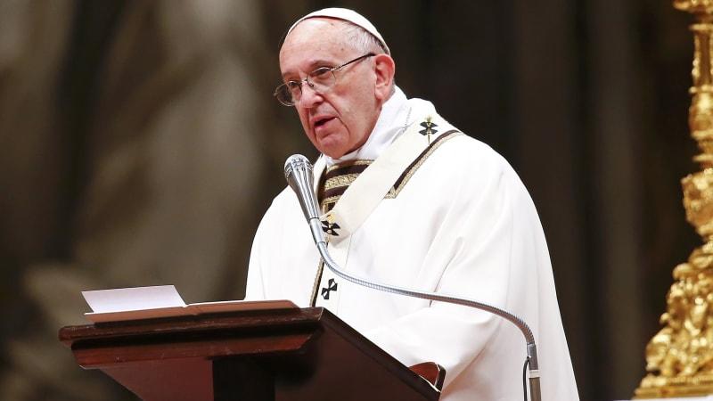 Paus Fransiskus Memimpin Misa Natal