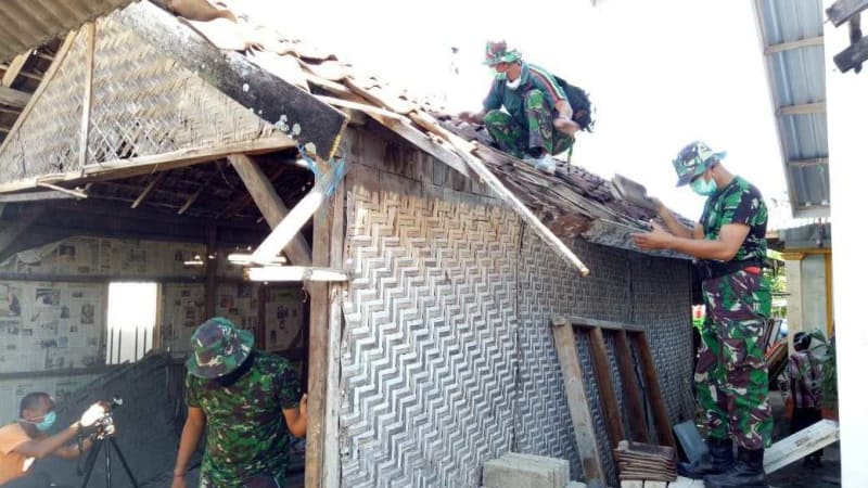 TNI AD Renovasi Rumah Zohri