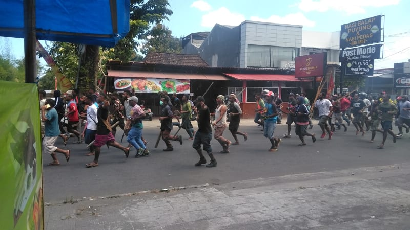 Pemuda Papua Turun ke Jalan