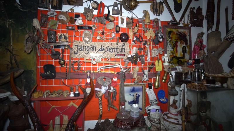 Koleksi Barang Mistis Komunitas Semarangker