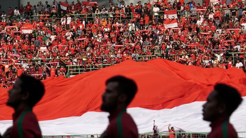 Suporter Indonesia di Stadion Patriot Candrabaga