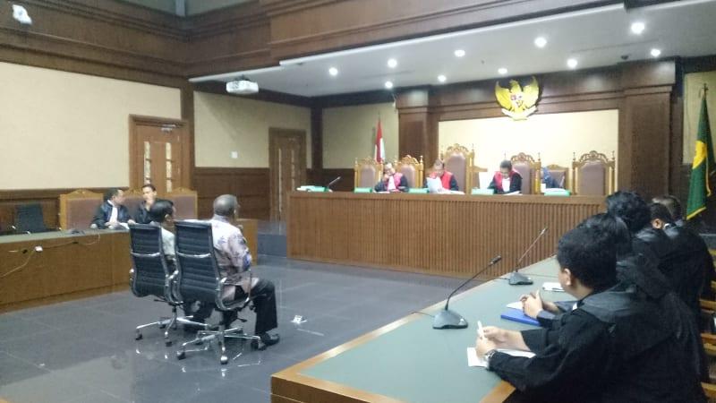 Asrun dan Adriatma di Pengadilan Tipikor Jakarta