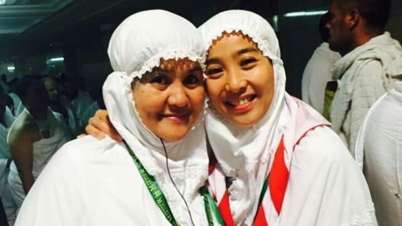 Olivia Zalianty bersama Ibunya Tetty Liz Indriati