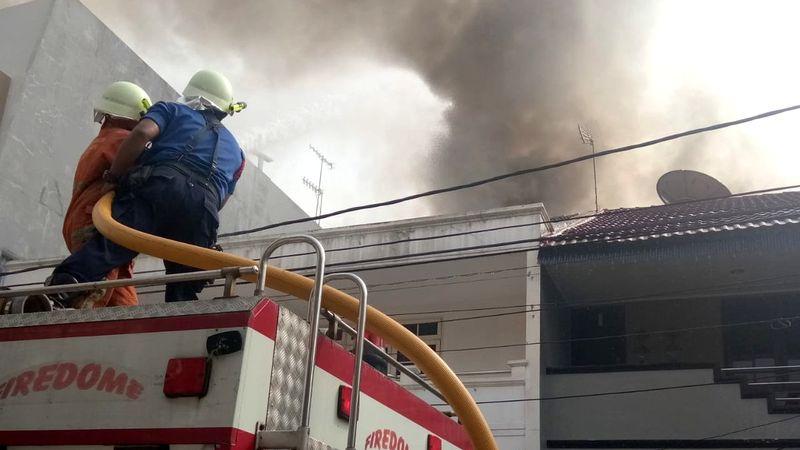 Kebakaran di Jl Pluit Jakarta Utara