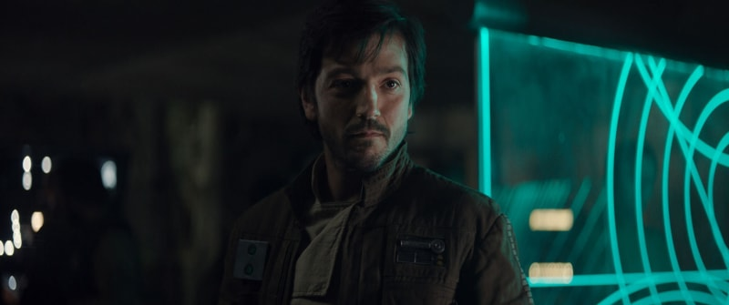 Diego Luna sebagai Kapten Cassian Andor
