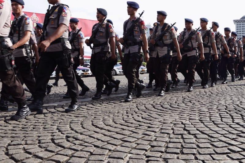 Polisi Berbaris ketika Apel