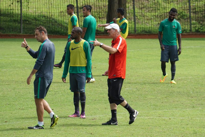 Pelatih Timnas Alfred Riedl menggelar latihan untuk menghadapi final Piala AFF 2016