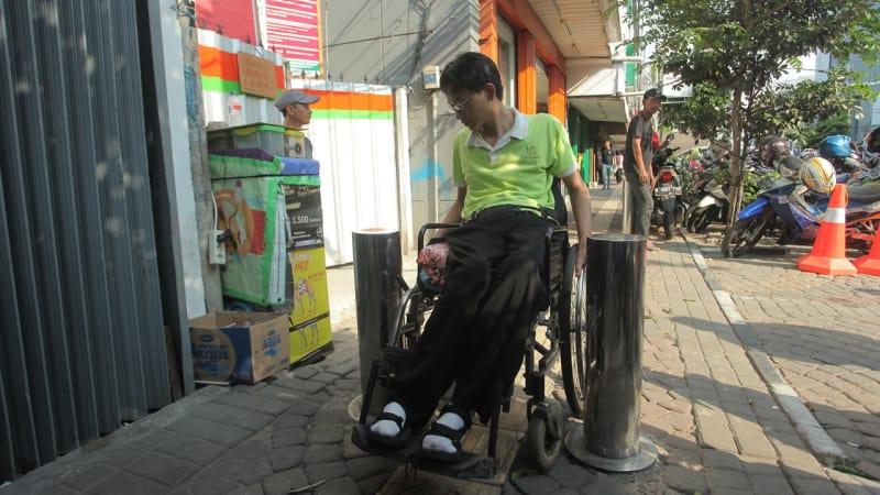 Pemantauan fasilitas pedestrian untuk disabilitas.