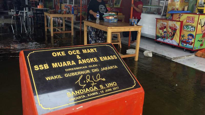 Hasil gambar untuk OK OCE mart terendam banjir