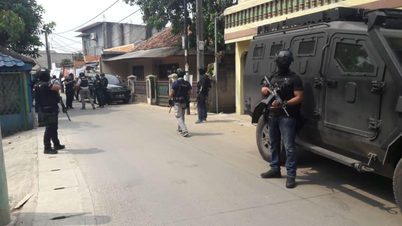 Densus Tangkap 3 Terduga Teroris di Kunciran, Tangerang