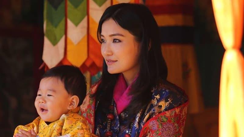 Ratu Jetsun dengan Anak