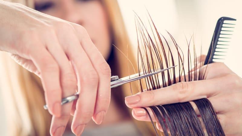 Ilustrasi potong rambut.
