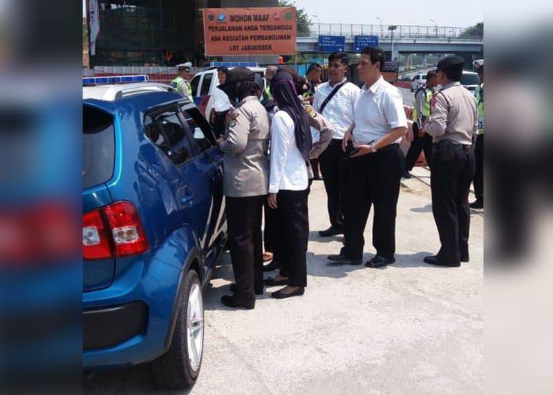 (COVER) Mobil milik Tania, wanita yang ludahi rombongan Presiden