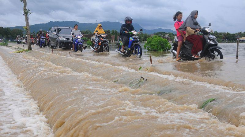 Banjir dampak dari siklon Cempaka