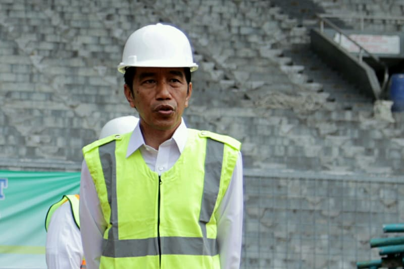 Presiden Jokowi meninjau renovasi Stadion GBK