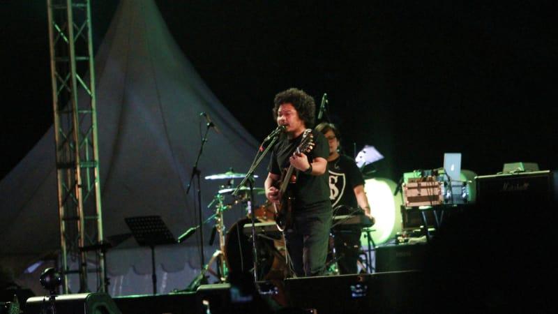 Payung Teduh di Prambanan Jazz