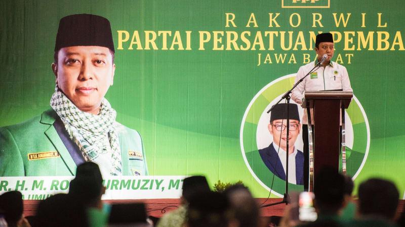 Muhammad Romahurmuziy News: Di Depan Jokowi, Romy Minta Kader PPP Selesaikan RUU
