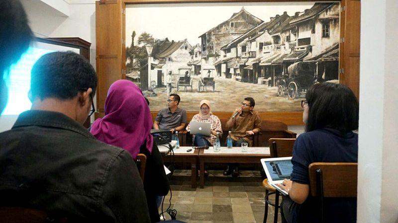 Diskusi media di Bakoel Koffie Cikini