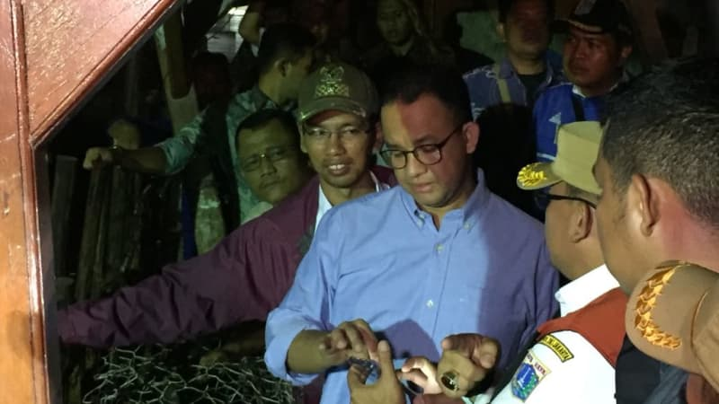 Anies tiba di Tanggul Jati Padang