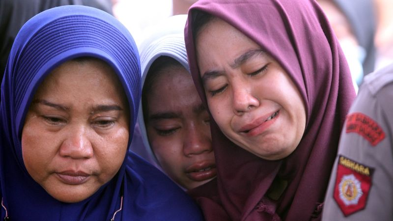 Isak Tangis Keluarga Bripda Taufan Tsunami