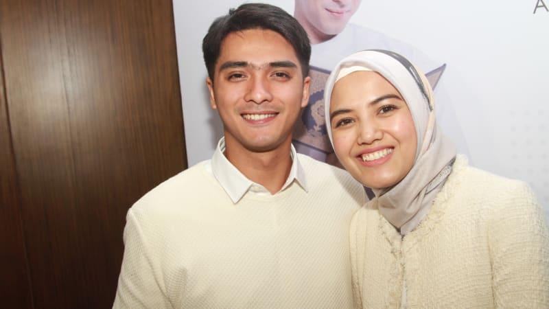 Ricky Harun dan istri.