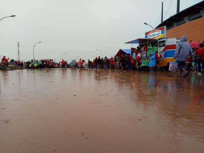 Genangan Air di Stadion Pakansari