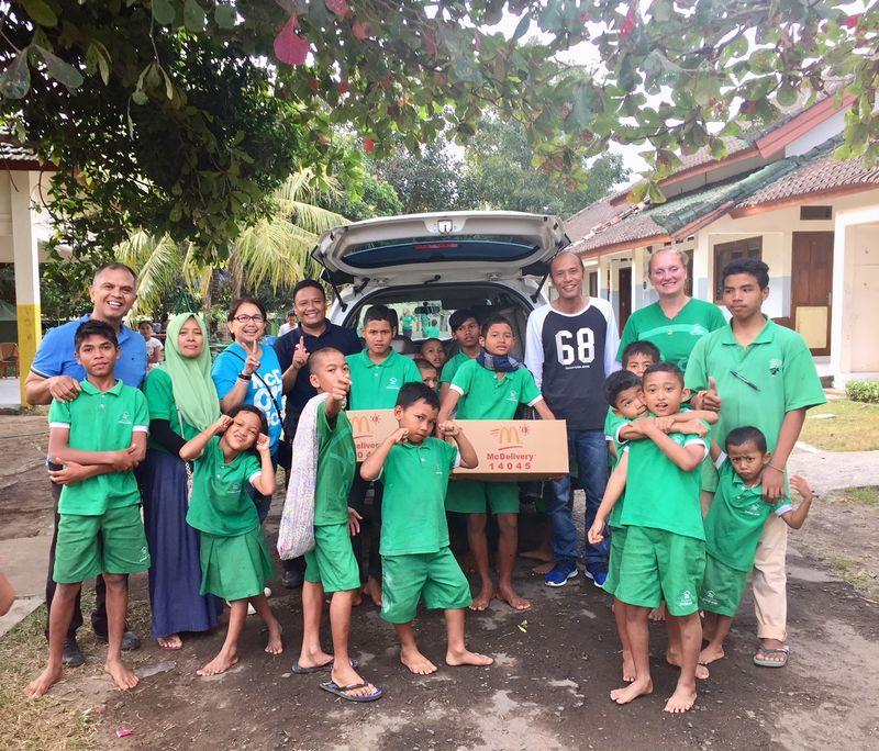 McDonald's Indonesia Bagikan Paket Makanan kepada Yayasan Peduli Anak