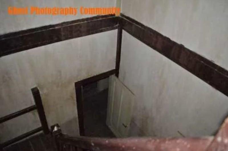 Tangga menuju kamar mandi bawah EDITED