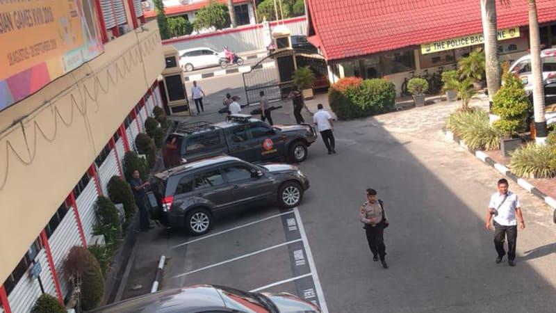 Foto: Serangan Teroris di Mapolda Riau, 3 Pelaku Tewas ...