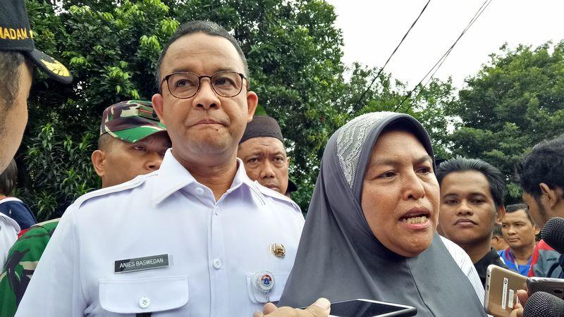 Anies bersama Ibu Fatimah, istri Ketua RT 03/06