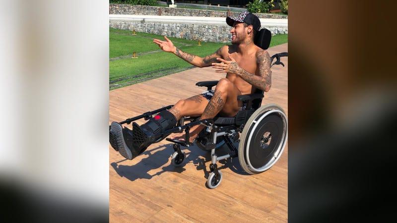 Neymar Jr. di kursi roda