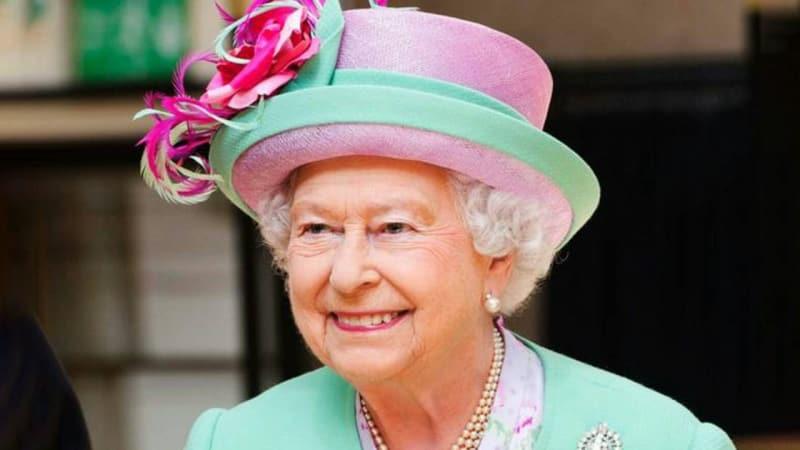 Perhiasan glamour milik Ratu Elizabeth