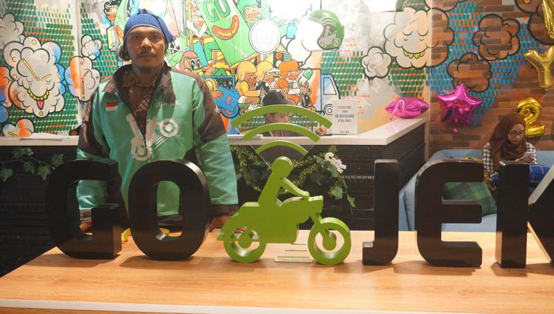 Endang Irawan, Driver GO-JEK yang Bekerja untuk Hidupi 126 Santri