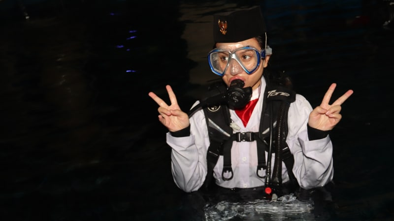 Marsha Aruan diving di Seaworld