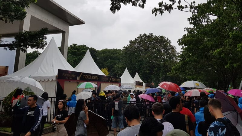 Suasana antrean ticket booth Liam Gallagher