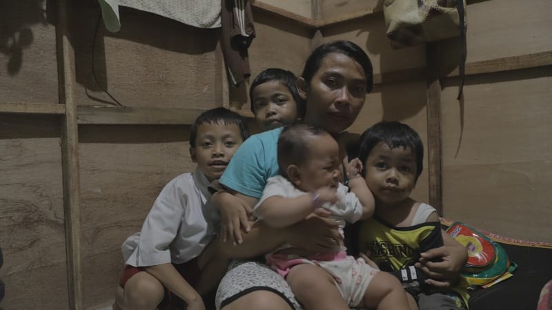 Alvin, Ibu dan saudara-saudaranya