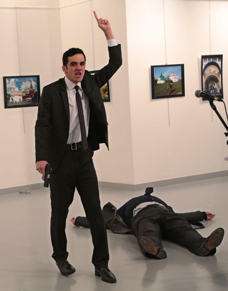 Dubes Rusia untuk Turki Tergeletak Seusai Ditembak oleh Seorang Pria Bersenjata