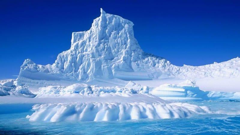 Hasil gambar untuk gunung es seberat 1 triliun ton hanyut di antartika