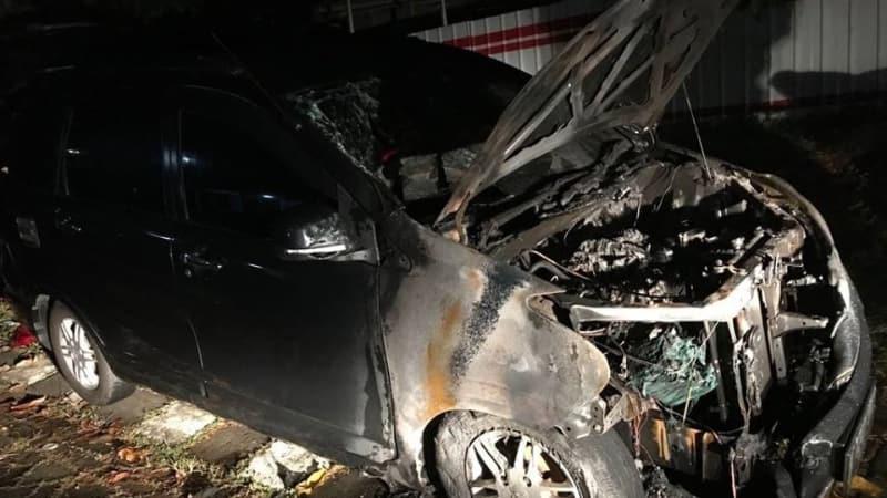 Mobil Neno Warisman Terbakar.