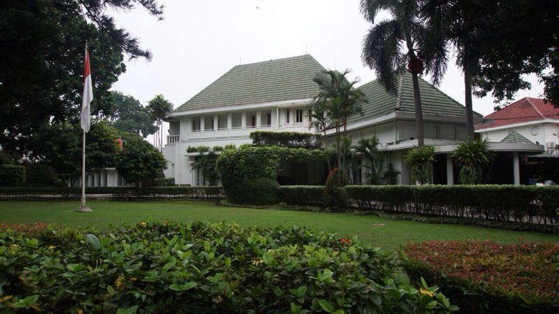Rumah Dinas Gubernur DKI di Jalan Taman Suropati