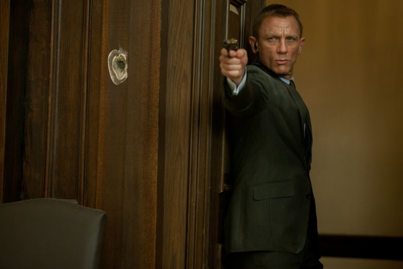 Daniel Craig dalam film James Bond